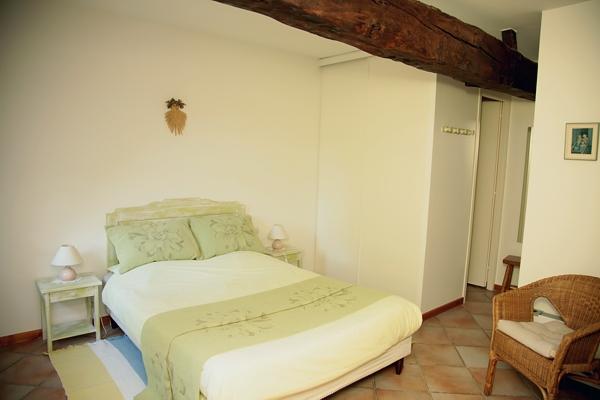 La chambre avec lit 140