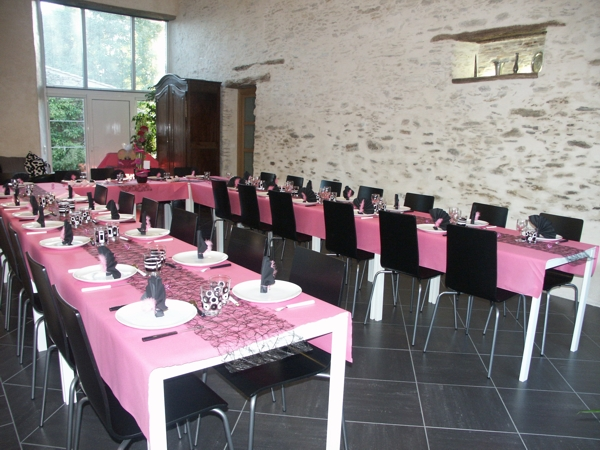 Disposition table mariage pour 30 personnes ustensiles for Table 30 personnes